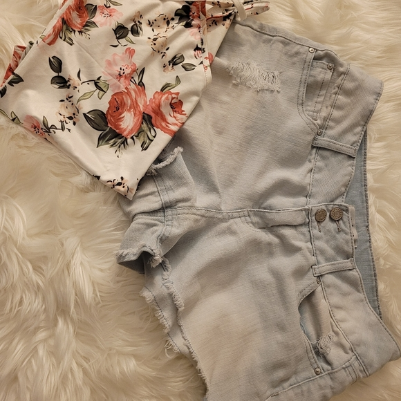 Flower body suit and 2  shorts includes 😍 👌